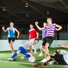 Partie de foot en salle entre amis