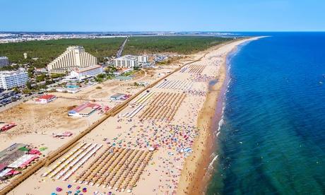 Algarve: 3, 5 o 7 noches para 2 adultos y 1 niño con desayuno o media pensión en Hotel Navegadores