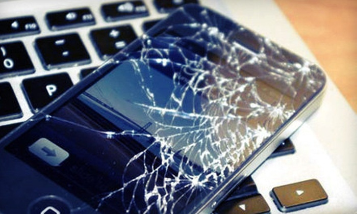iSmart - Affton: Screen Replacement for an iPhone 3 or 3GS, 4, or 4S at iSmart (Half Off)