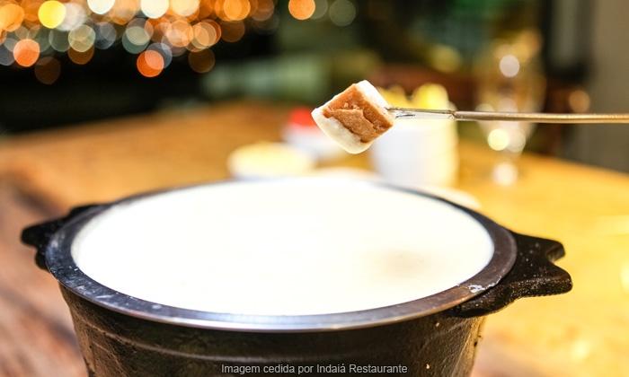 Indaiá Restaurante - Itapema: Indaiá Restaurante – Itapema: fondue de queijo e fondue de chocolate para 2 pessoas, a partir de R$ 49,90