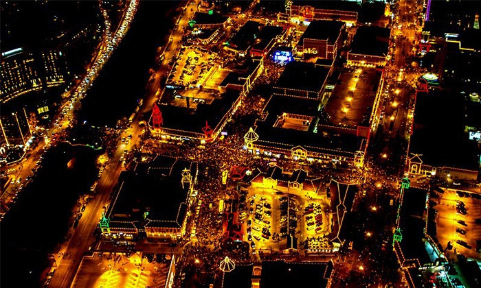 KC Copters - Signature Flight Support: $289 for a Holiday Plaza Lights Helicopter Tour from KC Copters, A Johnny Rowlands Company ($575 Value)