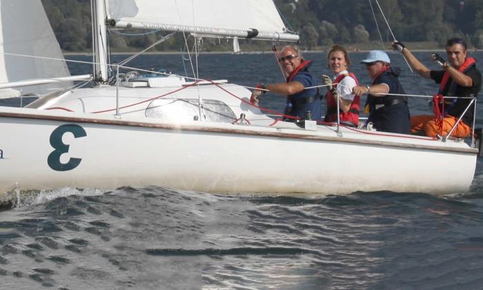 MARVELIA - Marvelia: Esperienza in barca a vela per 2 o 4 persone sul Lago di Como da Marvelia (sconto fino a 69%)