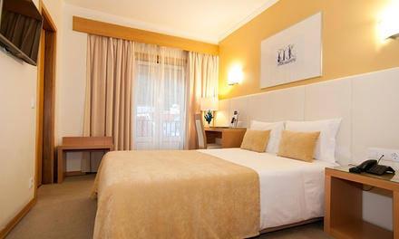 Hotel Maré — Nazaré: 2 noites para duas pessoas em quarto duplo com pequeno-almoço e welcome gift por 79€