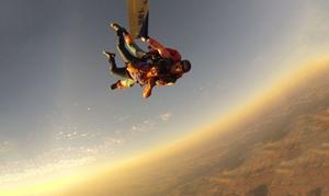 Paris Jump: 1 saut parachute en tandem à 199,90 € avec Paris Jump