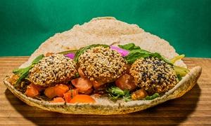 Falafel Bejrut: Wegetariańska uczta: sandwicz otrębowy lub klasyczny albo Vegan Kingdom dla 2 osób za 22,99 zł i więcej w Falafel Bejrut