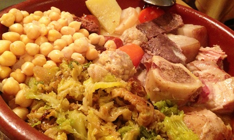 Menú de cocido madrileño para 2 o 4 personas con postre y botella de vino o bebida desde 29,90 € en Restaurante Rayal Oferta en Groupon