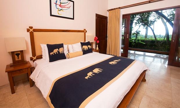 Bali: 5* Lodge + Elephant Safari 1
