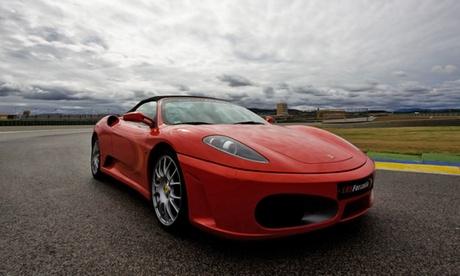 Conduce un Ferrari, Lamborghini, Porsche, Hummer o Mitusubishi en circuito cerrado o ruta desde 49 €