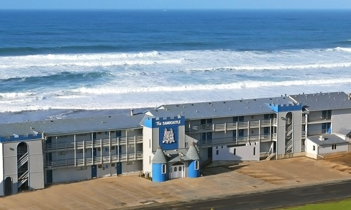 null - Portland: Stay at Sandcastle Beachfront Motel in Lincoln City, OR