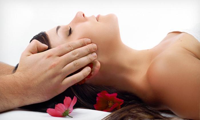 Acu-Na Wellness Center - Hoopers Creek: $37 for a 60-Minute Massage, Organic Facial, or Reflexology Treatment at Acu-Na Wellness Center (Up to $75 Value)