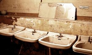 Der Bunker: Bunker-Erlebnis im Dunkeln mit Fliegeralarm für Zwei oder Vier im Bunker