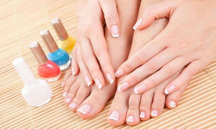 Freedom Estetica E Benessere - FREEDOM ESTETICA E BENESSERE: Una o 3 applicazioni di smalto semipermanente mani, piedi e pedicure (sconto fino a 80%)
