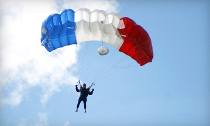 Des Moines Skydivers - Douglas: $119 for a Skydiving Class and One Static-Line Solo Jump at Des Moines Skydivers in Winterset ($205 Value)
