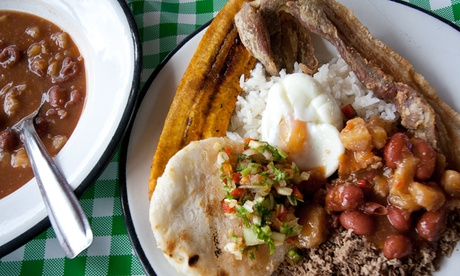 Menú colombiano para 2 o 4 con combo arriero, bandeja paisa, postre y bebida desde 19,90 € en El Arriero