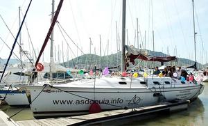 Experiencia en barco por la bahía de El Abra para 7 u 11 personas con cava y reportaje de foto y vídeo desde 389 €