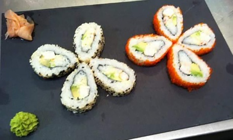 Curso de elaboración de sushi para 2 o 4 con degustación final acompañada por copa de vino desde 19,95 € en Va de Tapas