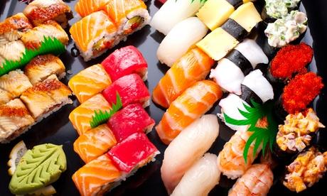 Bandeja de 32 piezas de sushi con entrante para dos personas por 19,95€ y con botella vino y chupito de sake por 24,95€