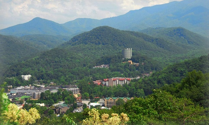 Brookside Resort - Gatlinburg, TN: 1-Night Stay at Brookside Resort in Gatlinburg, TN