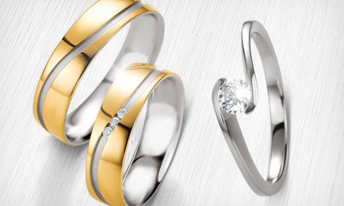 Pipper Jóias (Novo Cadastro): Par de alianças com corte diagonal em ouro 18k e anel solitário grátis, em 12x sem juros de R$ 45,83 + frete grátis