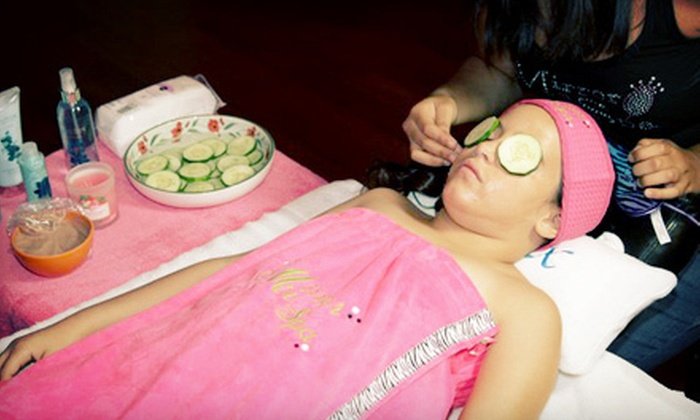 """""""Mirror Me"""" Spa Parties - Three Lakes: $20 for a Kids' Mani-Pedi and Facial at """"Mirror Me"""" Spa Parties ($40 Value)"""