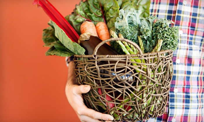 It's Organic! - Sacramento: $15 for One Box of Home-Delivered Organic Fruits and Vegetables from It's Organic! ($34.99 Value)