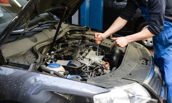 Gomme Autodue - Bussolengo: Tagliando auto fino a 2500 cc da 54,99 €
