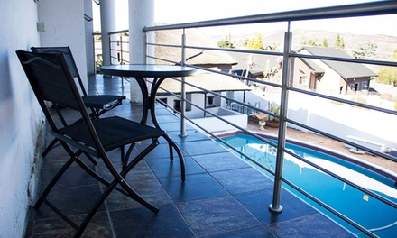Johannesburg: OneNight SelfCatering Stay for Up to Two Adults and Two Kids at Espoir Lodge