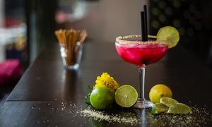 Cafe Bar Glockenspiel: Cocktail nach Wahl inkl. Vorspeisenplatte für 2 oder 4 Personen in der Cafe Bar Glockenspiel (bis zu 67% sparen*)