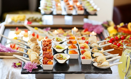 Catering gourmet para 12 o 24 personas con opción a postre desde 59,95 € con Desayunos con encanto Oferta en Groupon