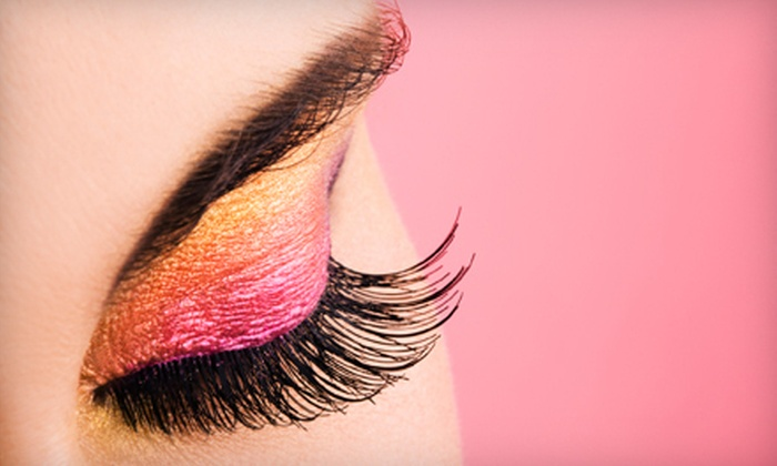 Stylash - Palisades Park: Gold Set of Eyelash Extensions with One Touchup or Platinum Set with Two Touchups at Stylash (Up to 55% Off)