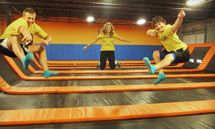 Air Maxx - St. Cloud: One Hour of Trampoline Jump Time for Two or a Trampoline Party for Four at Air Maxx (Half Off)