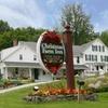 Charming New England Inn amid Mountains