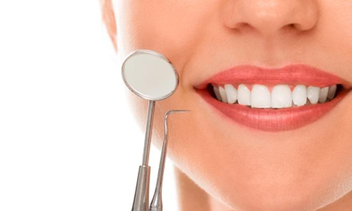 Studio Dentistico - Simeone Luigi Antonio: Visita e smacchiamento denti più brillantino o sbiancamento da 24 € invece di 95