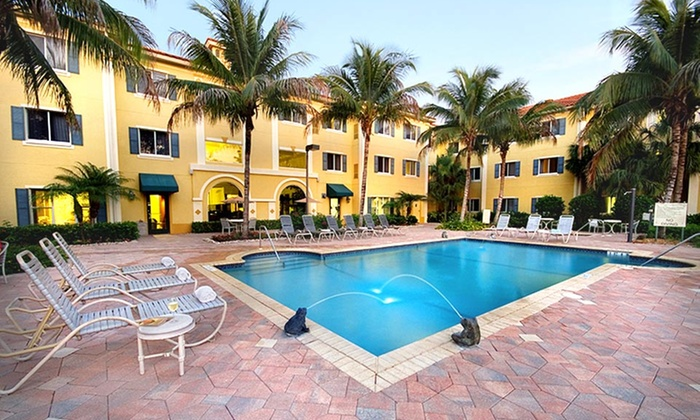 Hawthorn Suites of Naples - Naples: 1- or 2-Night Stay with Breakfast, WiFi, and Parking at Hawthorn Suites of Naples in Naples, FL