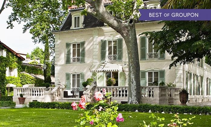 Proche Avignon:1 à 2 nuits en chambre Deluxe, repas ou forfait romantique en option à l'Hostellerie Les Frênes 4* pour 2