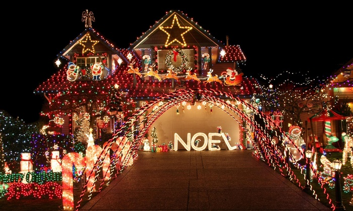 Bluladder - New York City: Holiday-Lights Installation and Removal from BluLadder (45% Off)