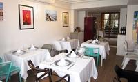 Menú para 2, 4 o 6 personas con entrante, principal, postre y botella de vino desde 29,95 € en Porto Pino