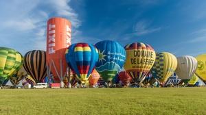 Ballonvaarten Dirk Lyssens: Ballonvaart en après-ballooning met champagne bij Info-ballonvaarten