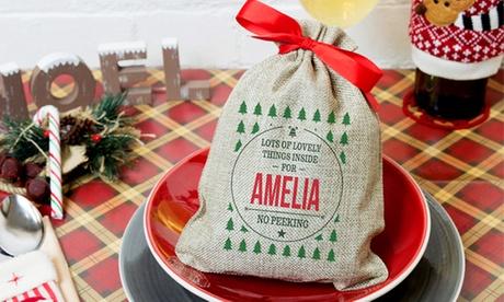Weihnachtssäckchen mit roter Schleife, eigenem Namen und Gruß vom Geschenkemarkt in ESCH