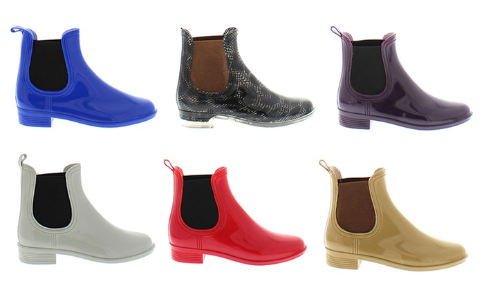 Awesome Just Because Its Raining Does Not Mean You Have To Soak Your Designer Shoes Or Wear Fisherman Like Rain Boots Fashionistas Must Look Good Despite Any Weather One Of The More Difficult Pieces To Implement Into Any Wardrobe Is A