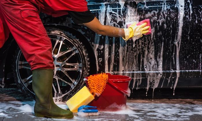 Lavado de coche por 15,95 €, con pulido de faros, petroleado o limpieza de tapicería desde 34,95 € o todo por 54,95 €