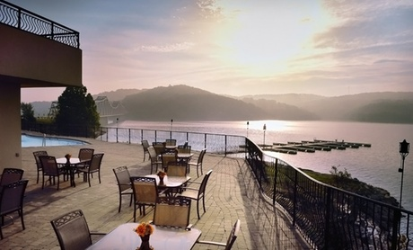 Luxurious Lakefront Resort in Ozark Mountains