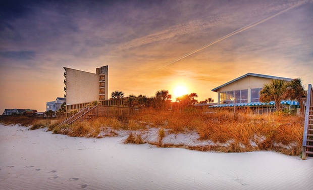 The Oceanfront Litchfield Inn - Pawleys Island, SC: Stay at The Oceanfront Litchfield Inn in Pawleys Island, SC, with Dates into December