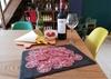 Planche à partager et verres de vin