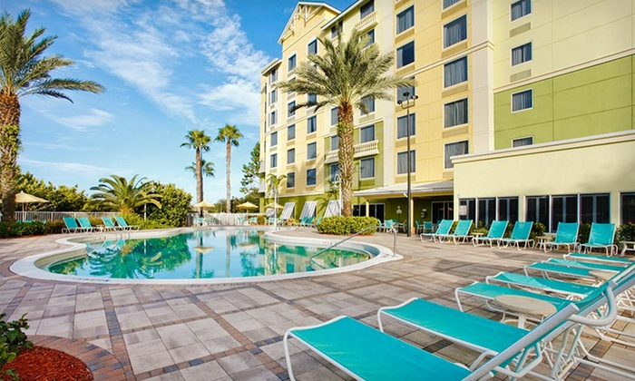 null - Tampa Bay Area: Stay with Breakfast and Theme-Park Shuttle at Comfort Suites Maingate East in Kissimmee, FL