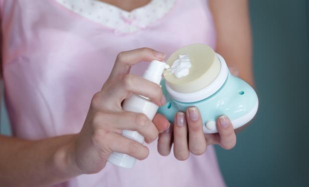 Les masques des aloès pour la personne des boutons et les cicatrices après les boutons