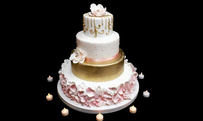 Amazing Cakes - Northwest Anaheim: $18 for $25 Worth of Gourmet and Custom Baked Pastries at Amazing Cakes