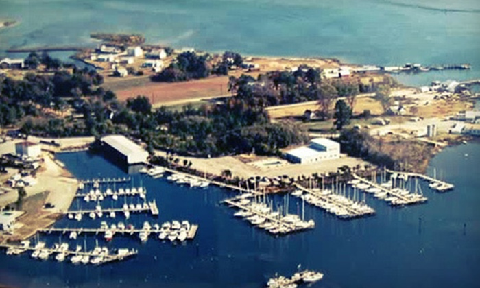 Crown Pointe Marina - Multiple Locations: $175 for a Two-Night Stay at Hampton Inn Gloucester and a Two-Day Dockage in a Wet Slip at Crown Pointe Marina (Up to $398 Value)