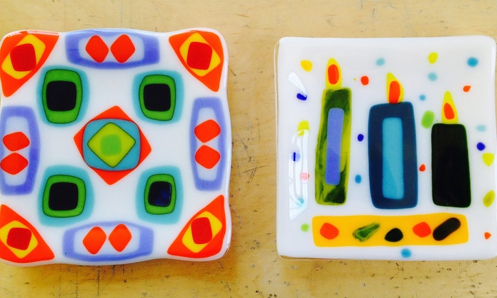 Mother's-Day Glassmaking Class - Lakeview: Fire a Glass Mother's-Day Dish in a Kiln with a Glass Artist