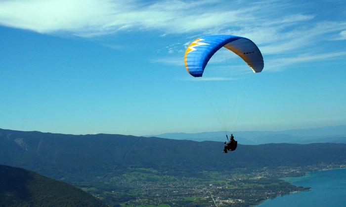 Parapendio Voghera - Più sedi: Volo in tandem con istruttore oppure corso di parapendio con 5 voli da 49,90 €